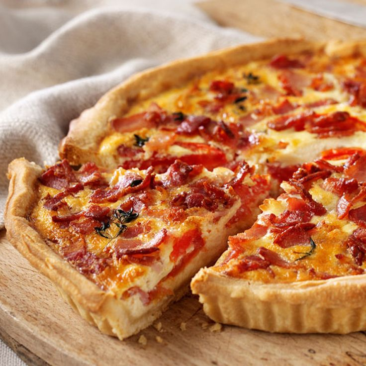 James Martin's quiche recipe is made with a shortcrust pastry with bacon, tomato and cheese filling.                                                                                                                                                                                 Más