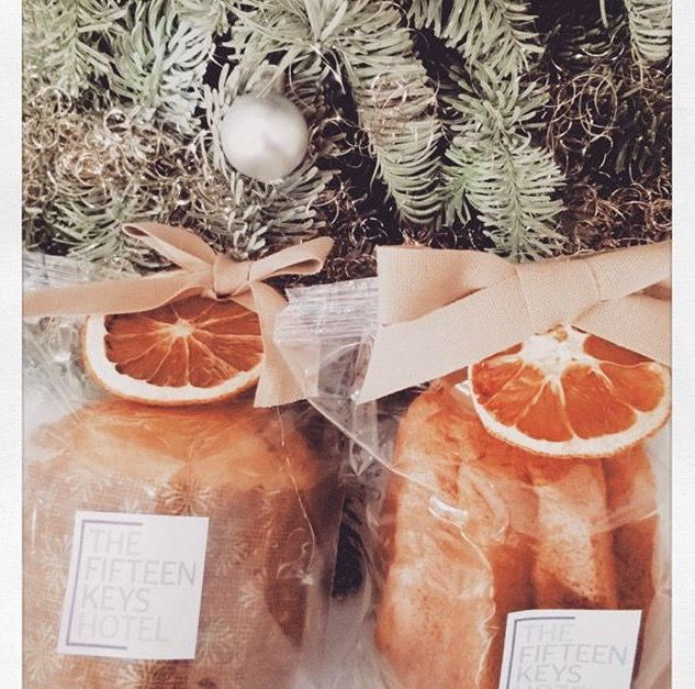 Panettone or Pandoro?  which of them did you find in your room today?  Merry Christmas full of joy and gifts from all of us!  #thefifteenkeyshotel #fifteenkeys #feelshomey #christmas #panettone #pandoro #gift #christmastime #xmas #Natale #roma #rome #italy