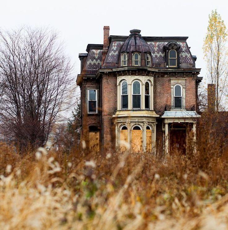 заброшенные старинные дома фото для него это