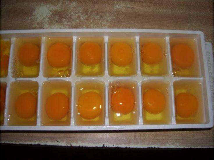 Dala vajíčka do nádoby na ľad a vložila ju do mrazničky. Keď zistíte, čo sa s nimi stalo, budete to praktizovať tiež