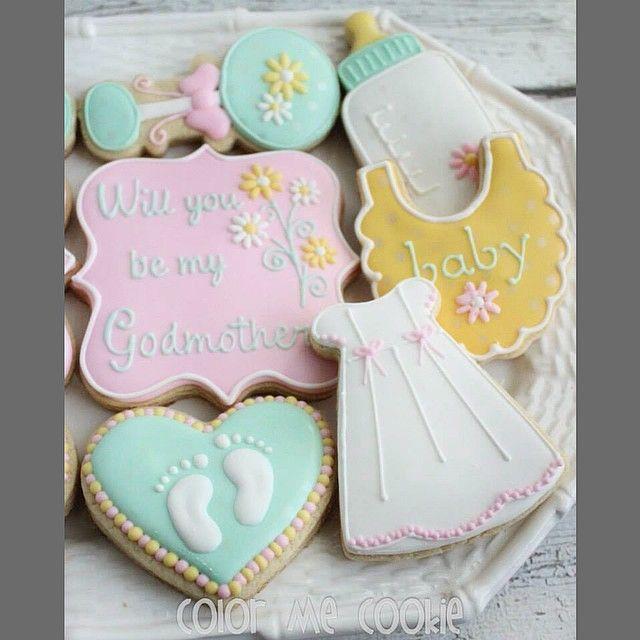Set of 6 cookies for the Godmother. #godmother #godparent #baby #cookies #cookiesofinstagram #decoratedcookies #sugarcookies #christening #colormecookie