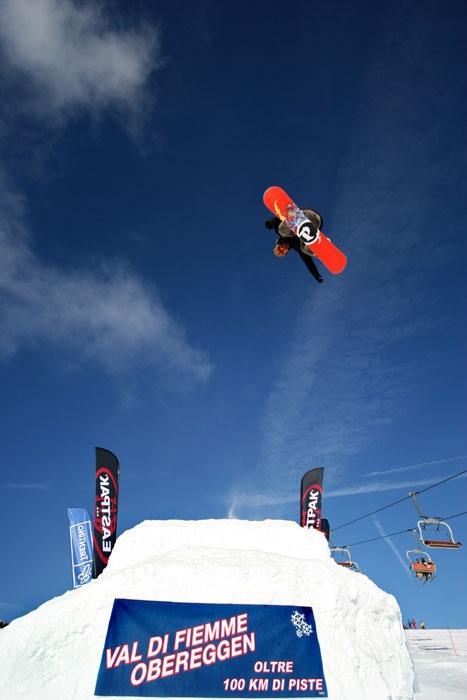 Evoluzioni sullo Snowboard a Obereggen (Val di Fiemme)