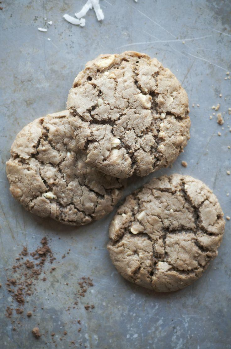 Deze pecan, cranberry & witte chocolade cookies zijn echt goddelijk lekker. We want more! Van de blogStasty. Verwarm de oven voor op 180 graden. Maak twee bakplaten op met siliconen of vetvrij papier. Neem een grote schaal, klop de boter en suiker samen totdat het helemaal door elkaar is gemengd. Voeg vervolgens het ei toe […]