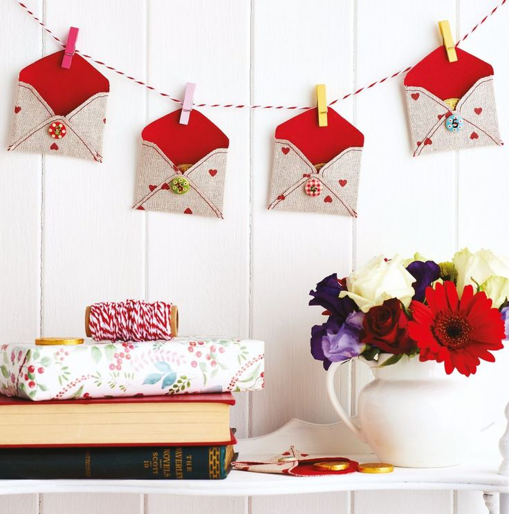 Discover how you can make a fabric envelope advent calendar with our tutorial and experience a wonderful, crafty countdown this Christmas!
