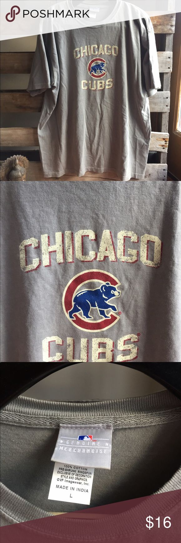 Men's Chicago Cubs T shirt Large GUC Pet and smoke free home. Bundle discount 20% Shirts Tees - Short Sleeve