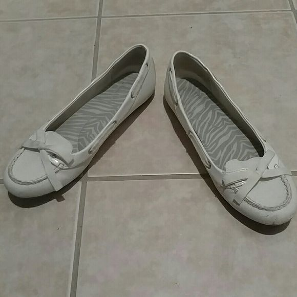 Sperry loafers Sperry loafers for woman. They are off white with sparkle. They do have a little wear but lots of life left. Sperry Top-Sider Shoes Flats & Loafers