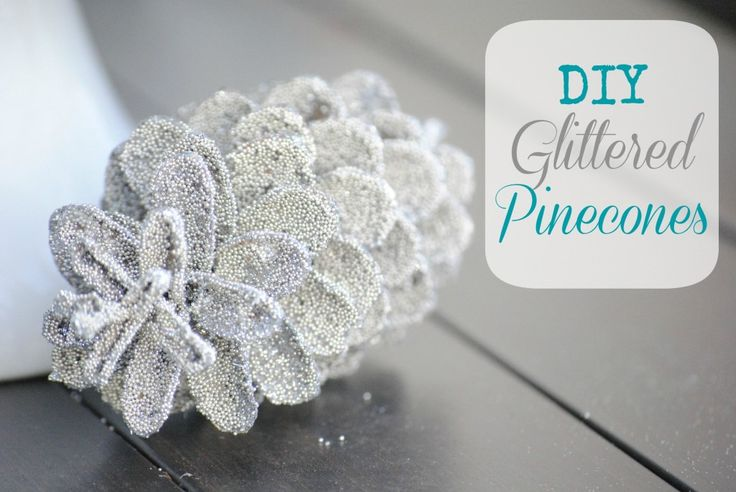 I really want to try this! they're so pretty. DIY Glittered Pinecones {holiday decor}