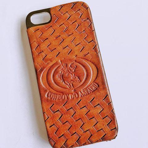 Bom dia povo, você tem uma case com a marca da sua boiada? Não? Então me chame no WhatsApp e eu te ajudarei a ter uma.  #arte #artesanato #case #couro #cowboy #cavalos #touros #rodeio #peão #brutos #sertanejo #agronomia #agronomo #celular #coldres #country #chainleather #iPhone #instagram #iphonecase #instagramer #iphonecaseleather #iphonecaseleather #Leather #leathercase #leathercases #leathercases5 #pbr #rodeio #smartphone #talabarteria