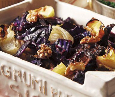 Recept: Rostad rödkål med äpplen och valnötter