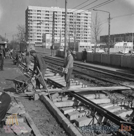 1978 március Szeged, József Attila sgt 4-es villamos végállomás.