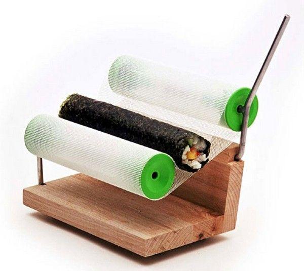 Sushi roller, гаджет для сворачивания суши от OSKO + Deichmann  Суши, будучи традиционным японским блюдом, с каждым годом становятся все более популярными в Европе и Соединенных Штатах Америки. Причем настолько, что за последнее десятилетие отделы, занимающиеся приготовлением этого блюда, открылись чуть ли не в каждой столовой. К тому же все больше людей предпочитает не ходить в кафе и рестораны, а сворачивать суши дома, несмотря на то, что настоящие суши-повара много лет учатся искусству…