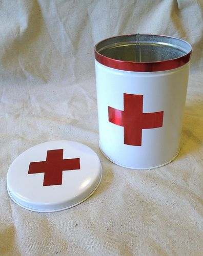 Love this first aid kit made out of a 50 cent christmas tin from a thrift store.