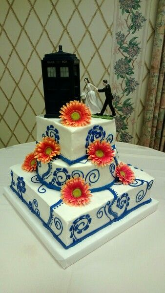 Wedding cake with tartus topper from dr. Who
