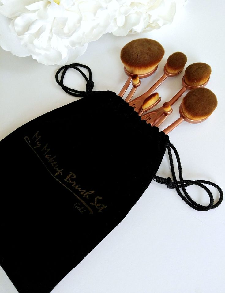 Get a flawless, airbrushed look with a My Makeup Brush Set. Oval brushes. #beauty #trends