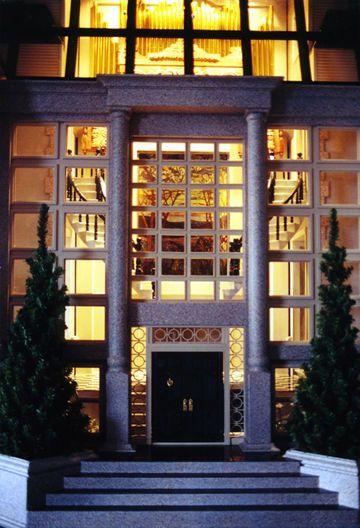 Chateau du Bois. Entry view. Pic2/2