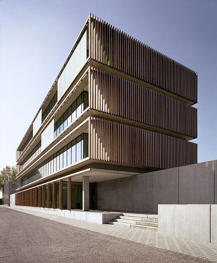 Cubyc projects omega pharma hq ivan pinterest for Arquitectura minimalista edificios