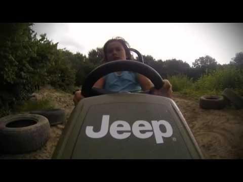 Coche a pedales para niños Berg Jeep Junior Pedal Go Kart | Juguetes de madera y juguetes educativos. Juguetería online El país de los Juguetes