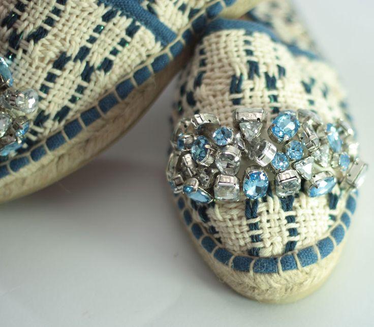Lontra blu. Espadrillas in handwoven fabric. 100% cotton. Stone pale blue 100 % acrilico. Details.