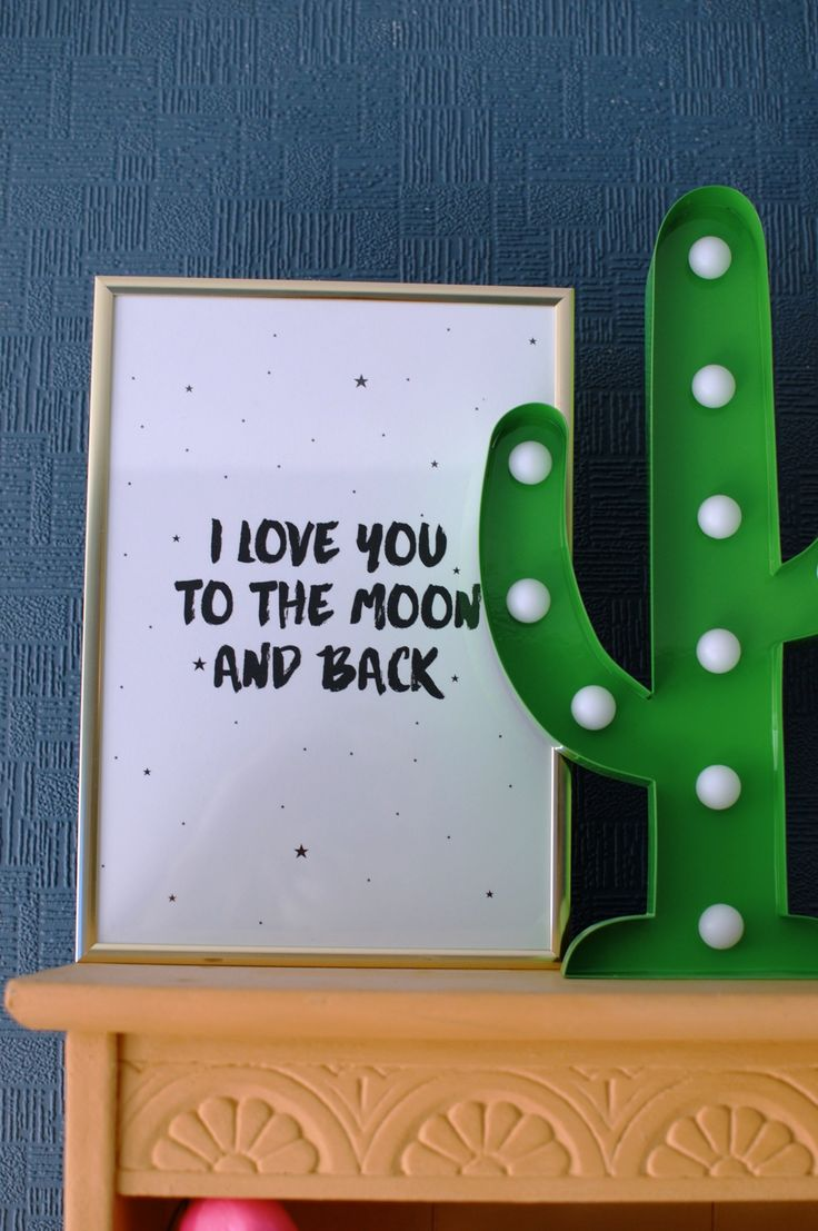 Lounge Tour - I love you to the moon and back. Cactus led light