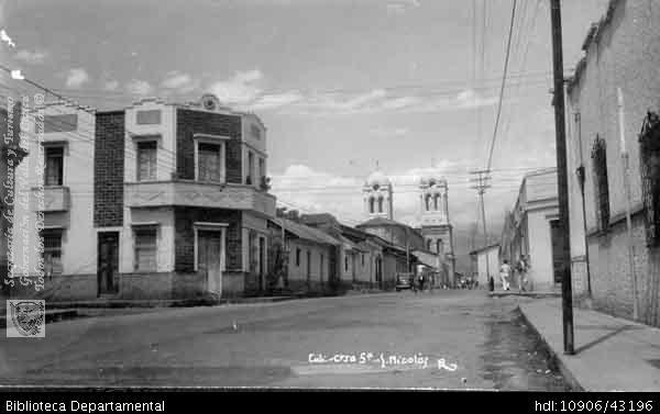 PEDRO A RIASCOS. Carrera quinta, san Nicolás. Cali 1955. Biblioteca Departamental Jorge Garces Borrero, 1955. 8X13.5.