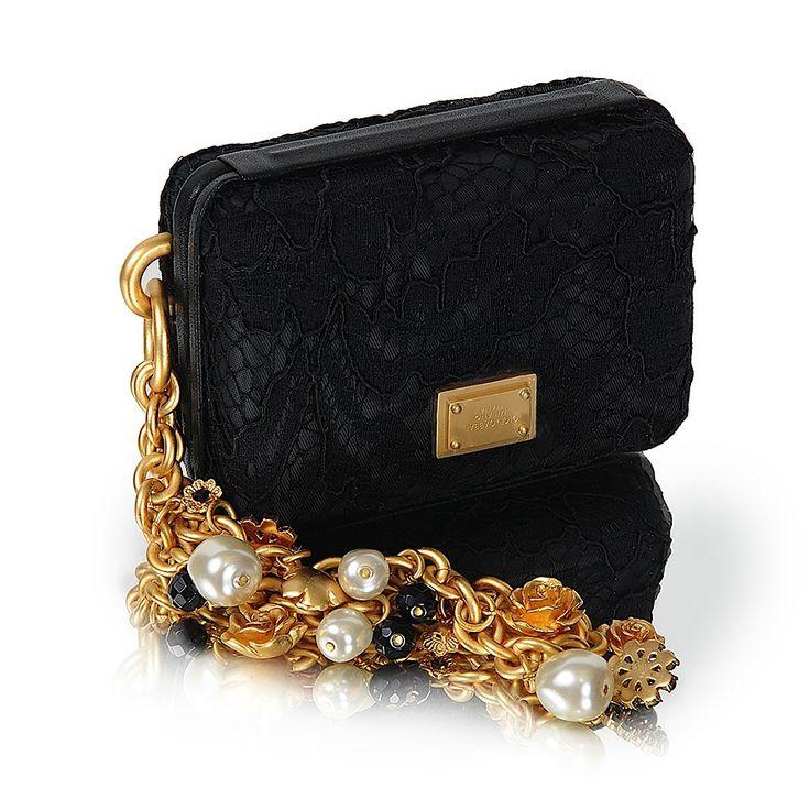 Сумочка Dolce Gabbana  кружевная, с цепочкой на руку Размер: 7х10 Цена: 6000 руб.
