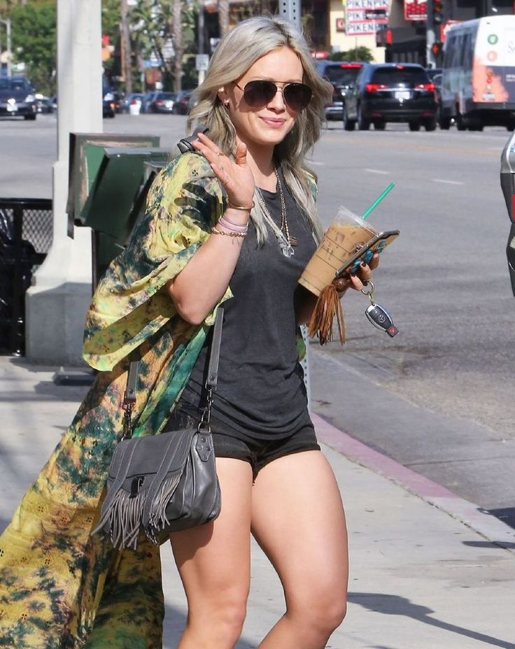Hilary Duff - Leggy, Out and About in Studio City : Global Celebrtities (F) FunFunky.com