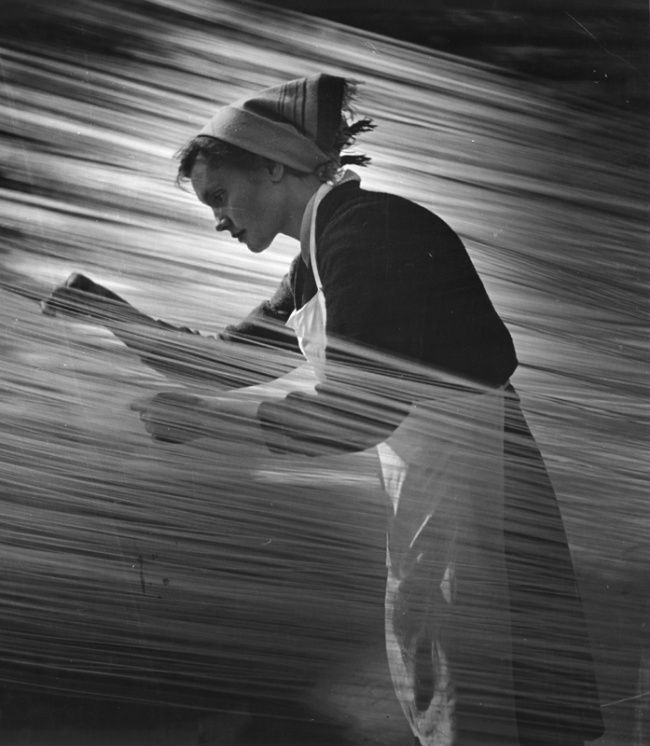 "Matorin Nikolai - ""Rhythm of labor"", 1960. From the series ""One Day in History"" Courtesy of The Lumiere Brothers Center for Photography"