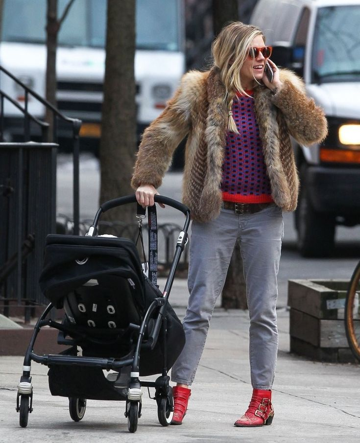 Sienna Miller - Sienna Miller Out With Her Daughter in NYC