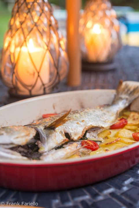Pesce al forno con patate oven roasted whole fish with for How to cook whole fish in the oven