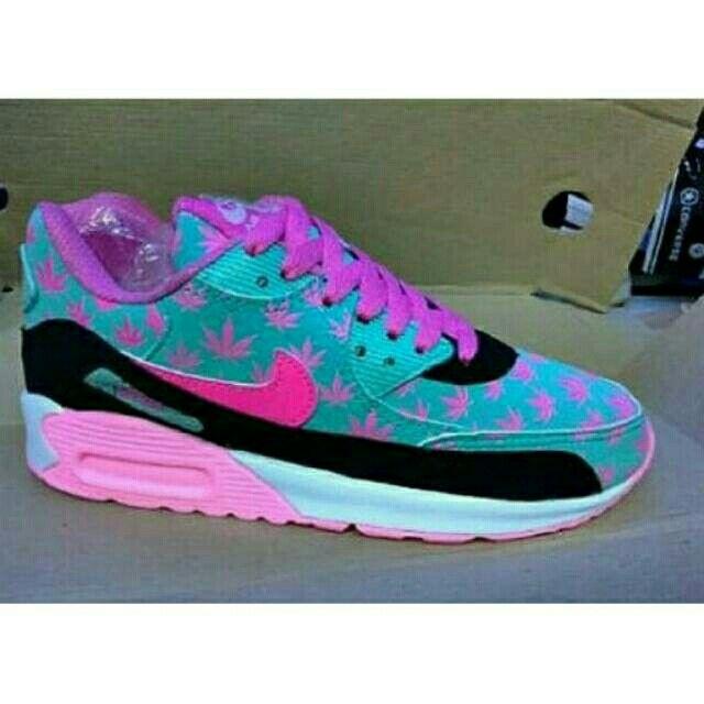 Saya menjual Nike Airmax 90 seharga Rp250.000. Dapatkan produk ini hanya di Shopee! {{product_link}} #ShopeeID