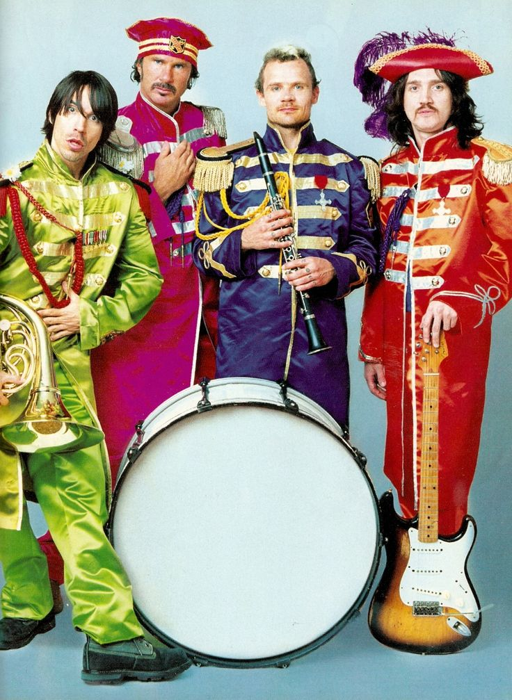 red hot chili peppers sus trajes parecen a los de the beatles en yellow submarine o this is. Black Bedroom Furniture Sets. Home Design Ideas