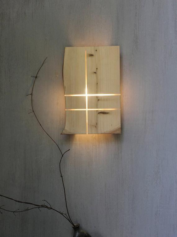Acrilico E Legno Di Cipresso Locale Strisce Con Accento Su Struttura Di Legno Naturale Applique Per Lilluminazione In 2020 Wall Lights Wooden Light Wooden Wall Lights