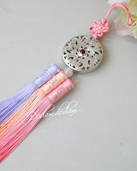 hanbok accessory Norigae W6,000 노리개.눈물고름 http://dodamdodam.com/goods_list.php?Index=503