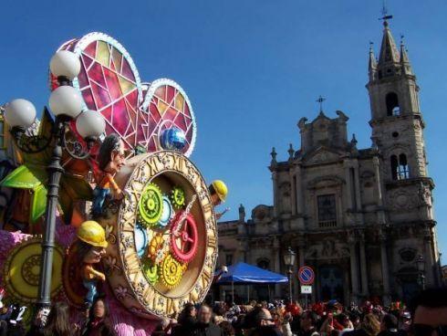 Approfitta del più bel #Carnevale di #Sicilia per venire a #Catania per un Long #Weekend.  Lasciati tentare dall'Euforia Carnascialesca...!