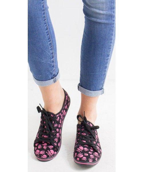 Sneakers con teschi. Suola in gomma.