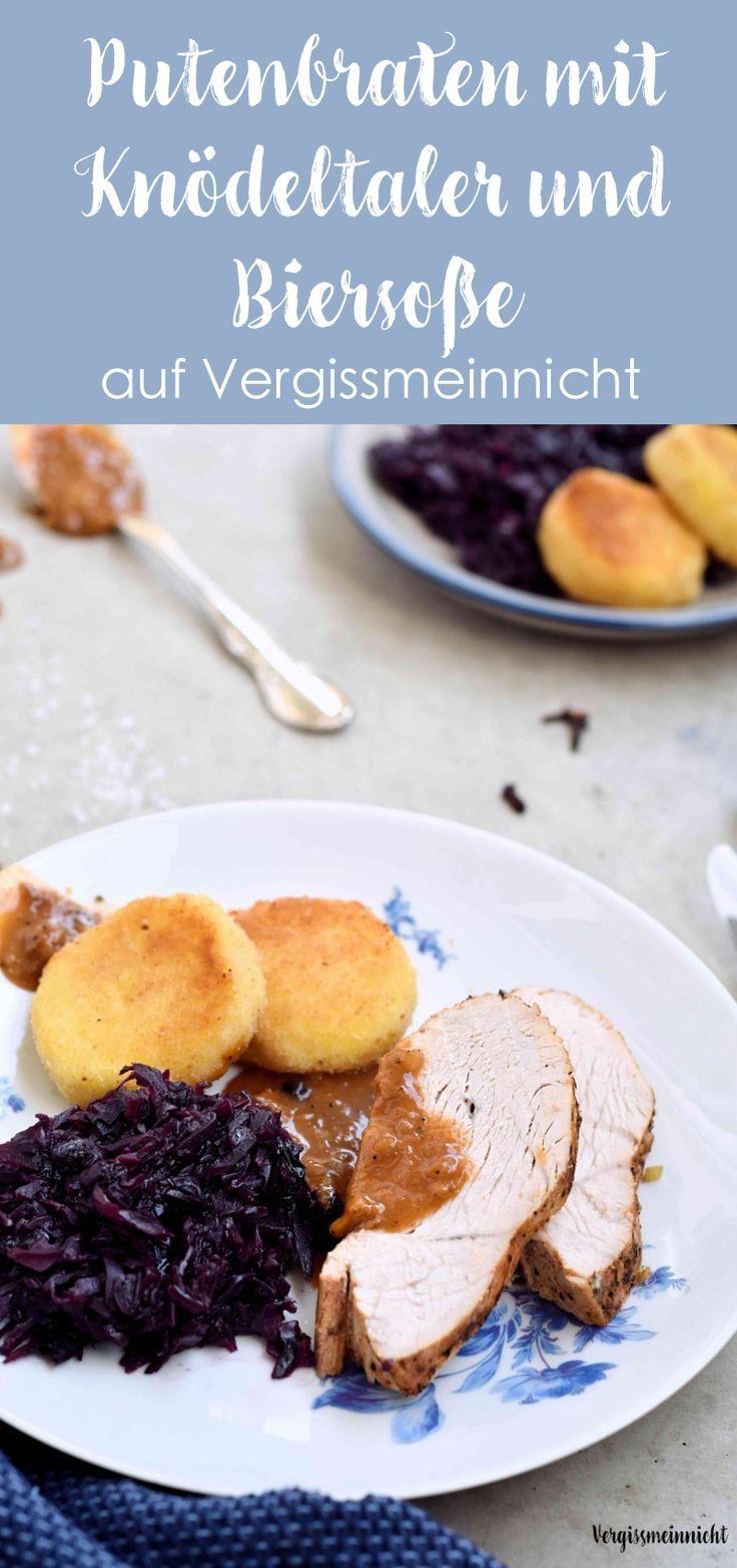 Ein tolles Gericht für ein Menü Putenbraten mit Knödeltaler, Rotkraut und Biersoße. Ein einfaches Rezept mit leckeren Beilagen. Passend zu Weihnachten und ein Familienessen.