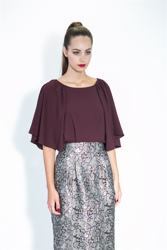 Make an entrance for all the right reasons with this rich and refined dress. The bodice billows at the sleeves and the metallic jacquard in the skirt is impossible to draw your eye away from. Falling below the knee, it elongates your figure. Size & Fit: Model is 177cm tall Model wears a NZ 8/ EU 36/ US 6 Wash Guide: Dry clean only. Select a high quality drycleaner. Gentle short cycle. Low moisture. Low temperature. Do not wring/drip dry. Do not allow exposure to direct sunlight. Cool iro...