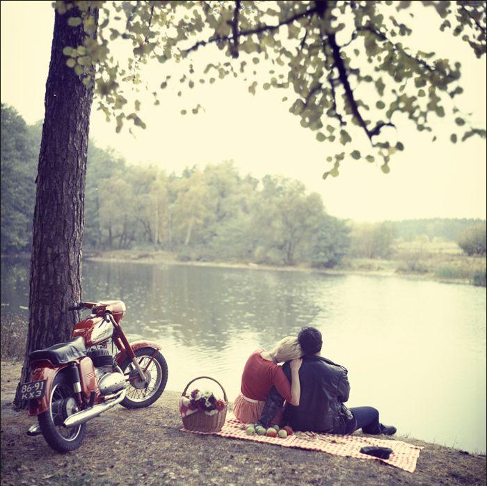 http://favim.com/orig/201105/26/autumn-basket-bike-couple ...