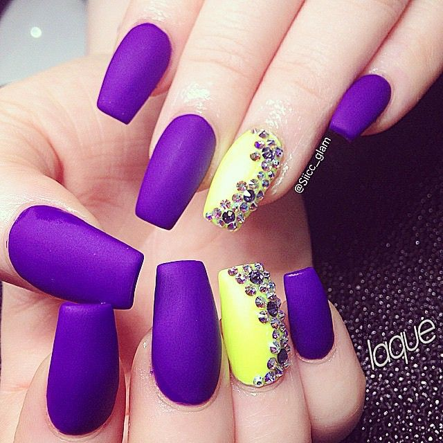 Laquer Nail Bar: 25+ Best Ideas About Neon Purple Nails On Pinterest