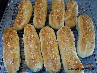 Hjemmebagte hotdogbrød/pølsebrød med spelt og fuldkornsdurum………..