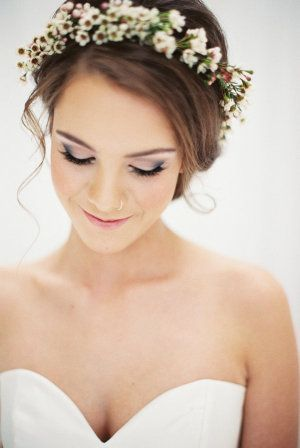 Faux Floral Headpiece | Fotografie durch jamieraephoto.com   – Veils + Hair Accessories