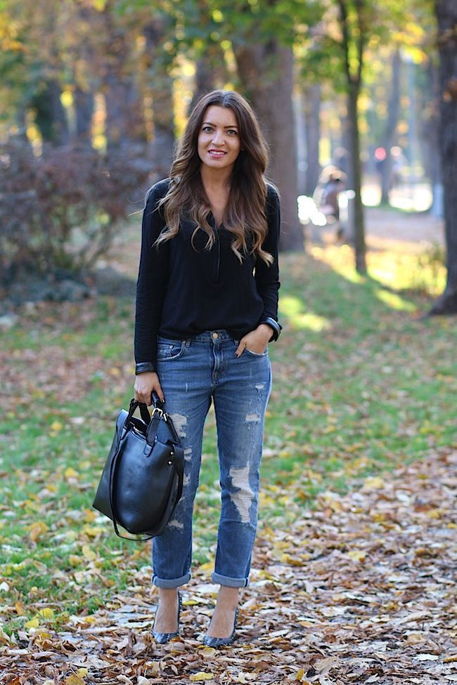 black shirt and ripped jeans http://www.sandrab.ro/2013/10/burgundy-love.html