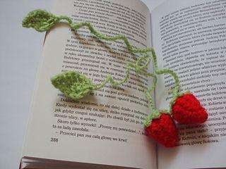 strawberry crochet bookmark by raisa gorbaczow