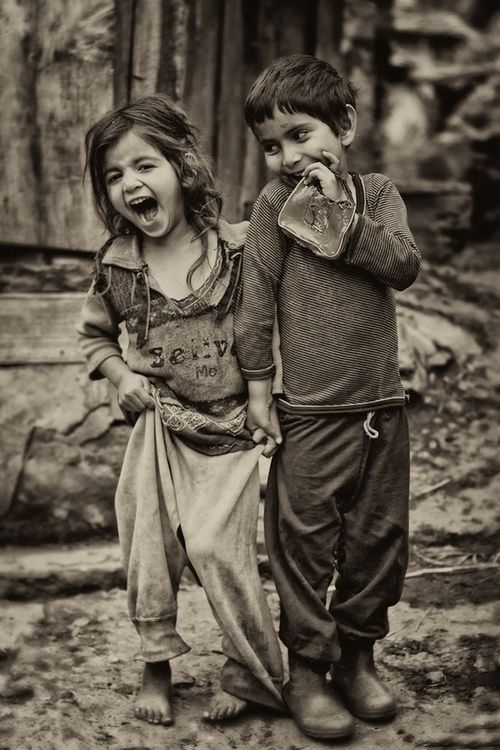 I absolutely find so much joy in this picture! What innocence and the beauty of laughter! Im in love ♥