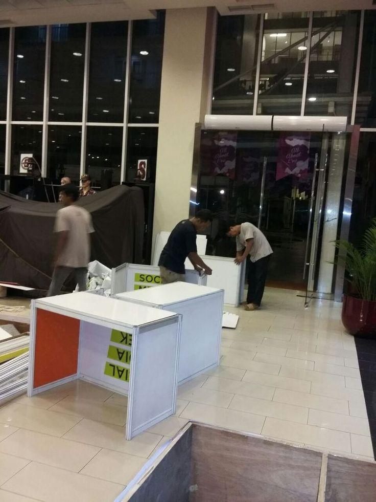 Pemasangan stand pameran di teras kota untuk acara lomba inovasi teknologi tepat guna tingkat kota tangerang selatan pada tanggal 29-31/03/2016 http://partisipameranulfa.blogspot.co.id/ https://twitter.com/ptperkarsamult1 partisipameranmyulfa.blogspot.co.id...