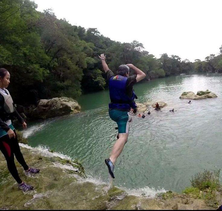 Salto de cascadas en el Rio Micos en Huasteca Potosina com MAQ Turismo y Aventura  www.maqturismo.mx