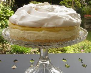Mmmmmm, lemon meringue cheesecake