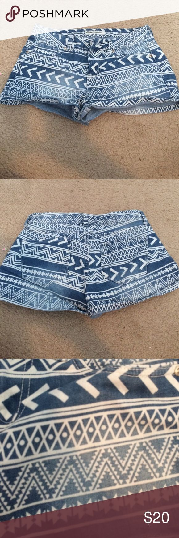 Aztec print jean shorts Light wash jean shorts with a white Aztec print on them! Size large, fits like a medium! cielo jeans USA Shorts Jean Shorts