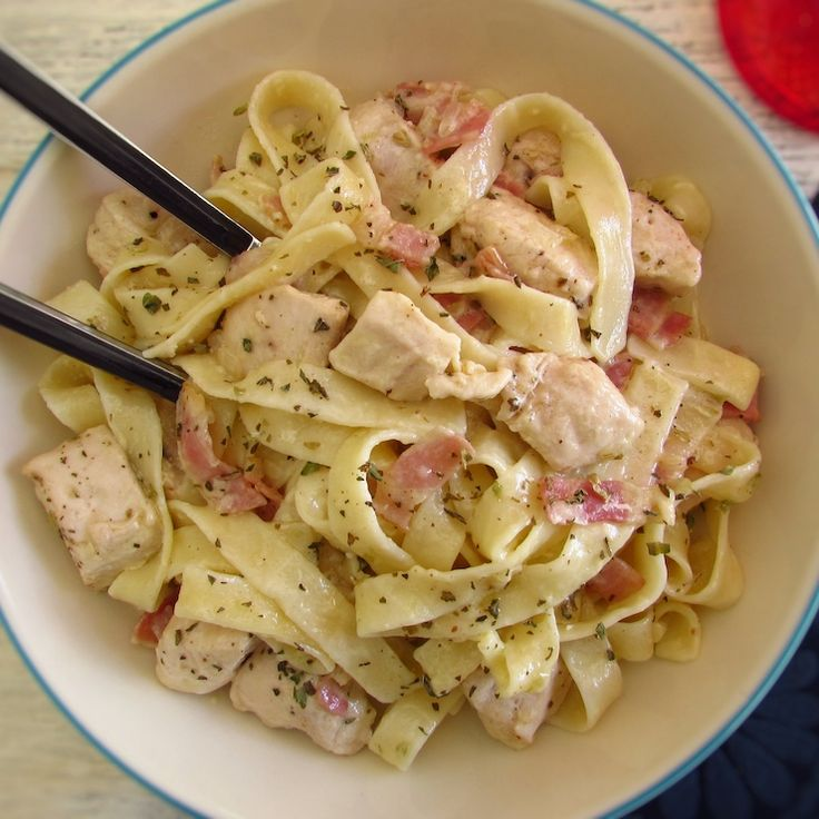 Fried chicken breast with bacon and tagliatelle | Food From Portugal. If you want to prepare a simple and quick meal for dinner we have the ideal solution for you! This chicken recipe mixed with bacon and tagliatelle is delicious! Try, you'll love it...   http://www.foodfromportugal.com/recipe/fried-chicken-breast-bacon-tagliatelle/