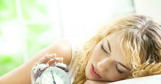 La hipersomnia es un desorden del sueño, que consiste en una excesiva somnolencia diurna o en un aumento de las horas para dormir. Este comportamiento no es sano, por lo que se debe atender con un especialista, de acuerdo con Reyes Haro Valencia, director de la Clínica del Sueño de la Universidad Nacional Autónoma de México (UNAM).